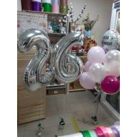 Фонтан из воздушных шаров и цифр